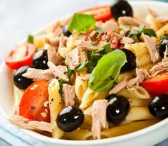 Let us offer you several marvelous salads with pasta recipes that anyone can make at home. The salad contains mayonnaise and cream - it actually ends up quite heavy, considering pasta is also added, but it's definitely worth trying. Cheap Meals, Easy Meals, Cheap Food, Colon Irritable, Mediterranean Pasta Salads, Cold Pasta, Cherry Tomatoes, Olives, Food And Drink