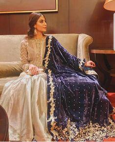 We love dupattas! Pakistani Formal Dresses, Pakistani Wedding Outfits, Pakistani Dress Design, Indian Dresses, Pakistani Gharara, Walima, Indian Attire, Indian Ethnic Wear, Bridal Mehndi Dresses