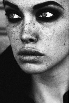 beautiful face - looks like Jean Shrimpton.....