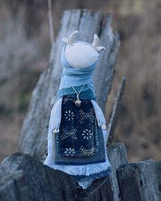 долго не могла выбрать между двумя картинками, пусть эта будет, остальные-как всегда-фк и вк.  я-спать, завтра в путь.  #коровка_yanaprya #игровыекуклы #текстильныекуклы #куклы #кукла #текстильнаякукла #корова #коровка #моиработы #куклы_yanaprya #textiledoll #doll #cow #cows #mywork #традиционнаякукла #народнаякукла #traditionaldoll #russiandoll