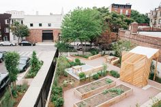 Bette Midler's Green Thumb Revitalizes Community Gardens Photos | Architectural Digest