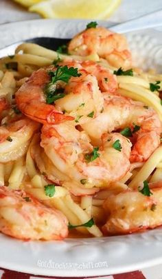 Linguine with Shrimp, Garlic and Lemon ~ a deliciously beautiful and simple Italian supper that only takes about 30 minutes from start to finish. #shrimpscampirecipeslinguine