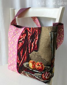 Sac tapisserie (2) Tapestry Bag, Textiles, Large Bags, Refashion, Bag Making, Needlepoint, Purses And Bags, Sewing Crafts, Diaper Bag