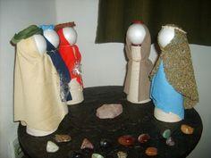 Artesanato com cones de papelão 013 Ballet Shoes, Dance Shoes, Anime, Ideas, Holiday Decorating, Paper Craft Work, Xmas Ornaments, Diy, Recycling