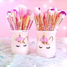 """501 Likes, 7 Comments - ᵁᴺᴵᶜᴼᴿᴺˢ & ᴹᴱᴿᴹᴬᴵᴰˢ (@dulce.beauty) on Instagram: """"These holders from @glitter.madness and my brushes  thank you @_girly_stuff__ for a amazing…"""""""