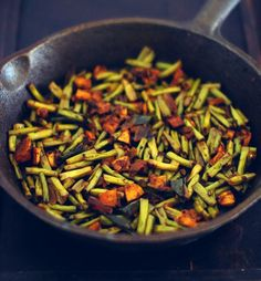 Carrot beans thoran carrots beans and kerala achinga payar mezhukkupuratti long beans stir fry with step by step pictures forumfinder Choice Image