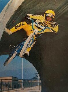 Eddie Fiola at Pipeline! Bmx Bandits, Bmx 20, Vintage Bmx Bikes, Gt Bmx, Kickin It Old School, Bmx Street, Bmx Racing, Bmx Freestyle, Bmx Bicycle