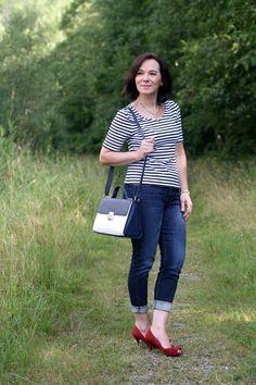 Französischer Chic in skinny Jeans, Streifen und klassischen Accessoires     Jeans - ja, immer wieder gerne! In verschiedenen Passform...