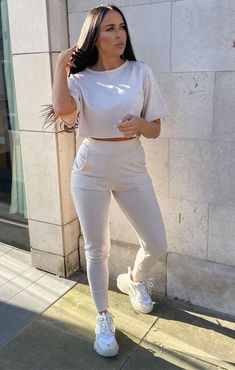 Keep it looking luxe and laid back this season and be a total boss babe in the Nude Cuffed Pocket Detail Joggers. Featuring a cuffed leg with pocket detail in a slim leg, we're obsessed with these joggers. Nude Outfits, Outfits Mujer, Crop Top Outfits, Fashion Outfits, Joggers Outfit, Grey Joggers, Cute Comfy Outfits, Cute Summer Outfits, Loungewear Set