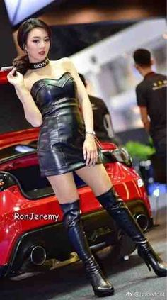 Women With Beautiful Legs, Girlfriends, Leather Skirt, Wonder Woman, Booty, Superhero, Stiletto Boots, Skirts, How To Wear