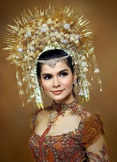 Vintage tiara hair comb Indonesian headdress by ElrondsEmporium