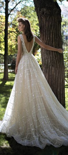 5a5837264 20 Ballgown Wedding Dresses That Will Leave You Speachless