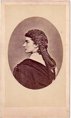 Marie Sophie Amalie, Queen of the Two Sicilies - that hair! FERDINANDS GRANDMOTHER