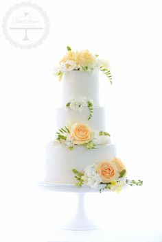 Gorgeous spring wedding cake with fresh flowers