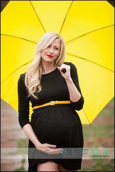 maternity shoot in the rain