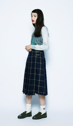 Everyday outfits recommended by stylists.A checkered skirt is a must-have item for the fall season. Add white socks and loafers for a British-girl style. Japanese Fashion, Asian Fashion, Fashion Beauty, Style Me, Cool Style, Checkered Skirt, Daily Look, Asian Style, Fashion Outfits