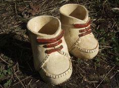 陶製の黄色のブーツ型の植木鉢兼小物文具入れです。 玄関先の置物としてもしゃれてます。1足セットです。 1個のサイズは13cm×10cm×...|ハンドメイド、手作り、手仕事品の通販・販売・購入ならCreema。