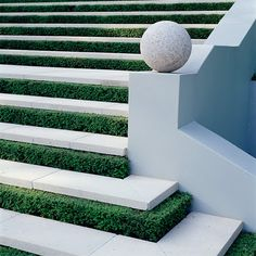 Boxwood hedges as risers on exterior stairs - love it. Outdoor Rooms, Outdoor Gardens, Outdoor Living, Outdoor Decor, Outdoor Stairs, Interior Exterior, Exterior Design, Dream Garden, Home And Garden