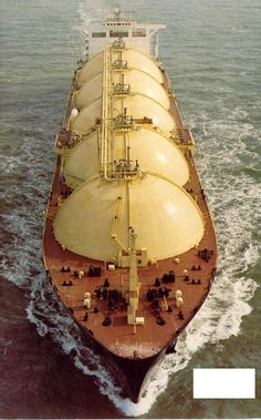 More than just the safest form of fuel transport, also the coolest looking. Merchant Navy, Merchant Marine, Oil Rig Jobs, Lng Carrier, Oil Platform, Marine Traffic, Marine Engineering, Armored Truck, Oil Tanker