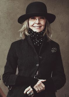 DIANE KEATON, Diane Keaton, Photographed by Annie Leibovitz. Diane Keaton has always been a personal favorite. Stil Inspiration, Annie Leibovitz Photography, Advanced Style, Ageless Beauty, Look Chic, Vanity Fair, Belle Photo, Old Women, Look Fashion