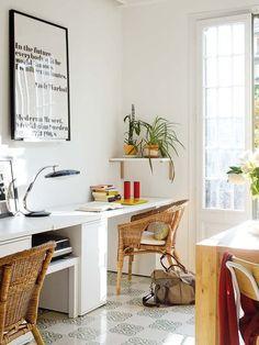 escritorio de ikea y mesa lack para la impresora                                                                                                                                                     Más