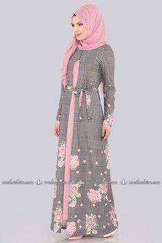 Hırkalı Elbise Kombin 00385-B329 Gül Kurusu Frock Fashion, Abaya Fashion, Muslim Fashion, Fashion Outfits, Shirt Dress Pattern, Dress Patterns, Hijab Elegante, Hijab Chic, Vestido Batik