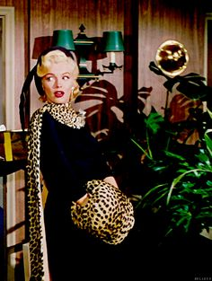 """Marilyn Monroe in """"Gentlemen Prefer Blondes"""" A leopard muff and cape. A giant feather in her hat. And she pulls it off! The costume designer was William Travilla. Hollywood Fashion, Hollywood Glamour, Classic Hollywood, Old Hollywood, 1950s Fashion, Fur Fashion, Vintage Fashion, Marilyn Monroe Photos, Marylin Monroe"""