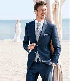 Låt oss hjälpa dig att skapa den perfekta kostymen till din viktigaste dag. Skräddarsydda kostymer från Wilvorst. För mer information kontakt oss på www.weddingbells.se #WILVORST #wedding