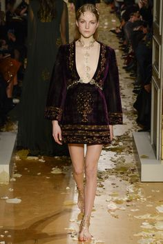Valentino Spring 2016 Couture Collection Photos - Vogue. Personae type: heroine as new queen