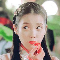 IU will make you pinch yourself in adoreableness in these viral mukbang GIFs Gif Kpop, Iu Gif, Korean Beauty Girls, Korean Girl, Gif Naruto, Iu Moon Lovers, Sue Ramirez, Drama Gif, Drama Korea
