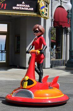 Disney Parks, Walt Disney World, Mrs Incredible, Daisy Duck, Tokyo Disneyland, Hugs, Pixar, Art Reference, The Incredibles