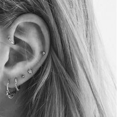 Before you start curating your ear party, get all your ear piercing constellation inspiration right here. Pretty Ear Piercings, Ear Peircings, Body Piercings, Auricle Piercing, Ear Piercings Conch, Forward Helix Piercing, Double Piercing, Bellybutton Piercings, Piercings For Girls