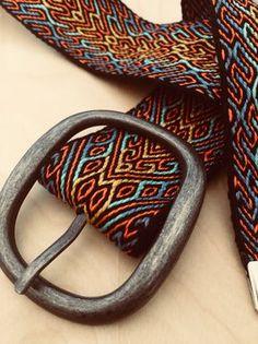 Inkle Weaving Patterns, Loom Weaving, Finger Weaving, Inkle Loom, Card Weaving, Thread Art, Weaving Projects, Arm Knitting, Tapestry Weaving