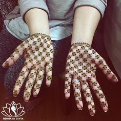 25 Easy And Beautiful Mehndi Designs For You To Shine The Brightest This Wedding Season Mehndi Designs For Girls, Modern Mehndi Designs, Bridal Henna Designs, Dulhan Mehndi Designs, Mehndi Design Photos, Mehndi Designs For Fingers, Beautiful Mehndi Design, Latest Mehndi Designs, Mehandi Designs