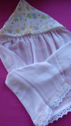 Toalha de fralda Baby Sheets, Baby Dress Patterns, Nursery Accessories, Patchwork Baby, Baby Towel, Baby Kit, Baby Swings, Heirloom Sewing, Kids Store