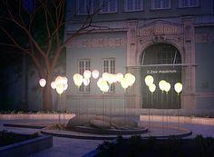 Led ballonnen met led lampjes en helium voor een bijzonder sfeervol effect! Leuk voor bijvoorbeeld een kerstmarkt! complete pakketten op www.hiephiepballon.nl