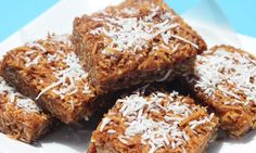 Anzac biscuits are a favourite with kids so try this recipe that takes the classic recipe and turns it into a slice. Using the same delicious oats, coconut and golden syrup, it& perfect for lunch boxes and afternoon tea. Baking Tins, Baking Recipes, Cake Recipes, Dessert Recipes, Desserts, Kidspot Recipes, Kid Recipes, Snacks Recipes, Kitchen Recipes