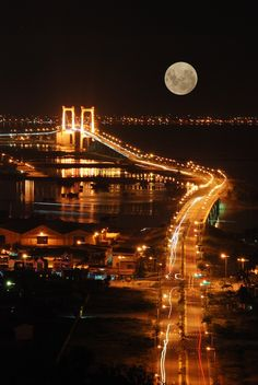 Moonlight over the city...