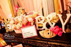 Trang trí tiệc cưới: khu vực chụp hình  Wedding decorations: Photobooth  #weddingdecoration #weddingideas #weddingplannerinvietnam #vietnamweddingplanner #blissweddingplanner