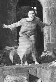 Bellatrix Lestrange ~ Escape from Azkaban La Saga Harry Potter, Harry James Potter, Harry Potter Aesthetic, Harry Potter Cast, Harry Potter Universal, Harry Potter Characters, Hogwarts, Slytherin, Voldemort