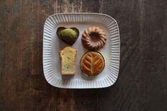 ほっこりかわいい益子焼「よしざわ窯」が手がける生活陶器「on the table」の素敵な器たち | キナリノ Household, Pottery, Ceramics, Breakfast, Tableware, Food, Kitchen, Hall Pottery, Hall Pottery