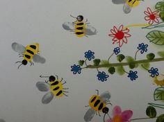 Bezige bijtjes; Maak gele lijfjes met je duimen. Met je pink de zwartje kopjes en met je vingers de grijze vleugels. Met fineliner de zwarte strepen en de voelsprieten. Teken er met potlood mooie, gekleurde bloemen bij...en klaar zijn de bezige bijtjes!