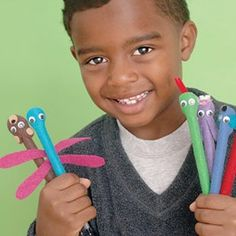 Little felt pens to make. Use them for school for kids or go to work with little animal pens. Last Minute Christmas Gifts, Homemade Christmas Gifts, Christmas Gifts For Kids, Homemade Gifts, Handmade Christmas, Christmas Projects, Christmas Time, Bug Crafts, Felt Crafts