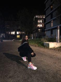 Grunge Photography, Tumblr Photography, Girl Photography Poses, Girl Photo Poses, Girl Photos, Photographie Blonde, Funny Instagram Memes, Cartoon Wallpaper Hd, Karma