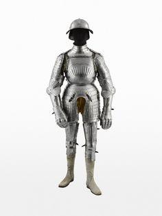 Armadura completa de estilo maximiliano, siglo XVI.