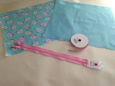 Tuto Trousse rectangulaire - Le blog de Mademoiselle Petit Pois Drawstring Bag Tutorials, Sewing, Bags, Mademoiselle, Scrappy Quilts, Bedspreads, Totes, Cosmetic Bag, School