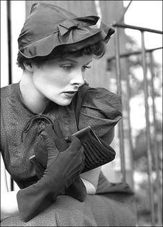 Katharine Hepburn as 'Sylvia Scarlett'--in film of same name,before she dons suit, cut her hair & impersonates boy as 'Sylvester' - 1935 - Directed by George Cukor . Katharine Hepburn, Audrey Hepburn, Old Hollywood Glamour, Golden Age Of Hollywood, Vintage Hollywood, Hollywood Stars, Classic Actresses, Classic Movies, Actors & Actresses