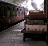 valises en cuir et sacs empilés