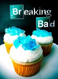 Funny pictures about Breaking Bad cupcakes. Oh, and cool pics about Breaking Bad cupcakes. Also, Breaking Bad cupcakes. Breaking Bad Cupcakes, Breaking Bad Party, Breaking Bad Birthday, Crystal Cupcakes, Make An Infographic, Infographics, Food Porn, Let Them Eat Cake, Delicious Desserts