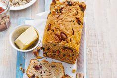 Heerlijk brood vol muesli en noten. De fruitige cranberrymix zorgt voor een zoetzuur accent - Recept - Allerhande